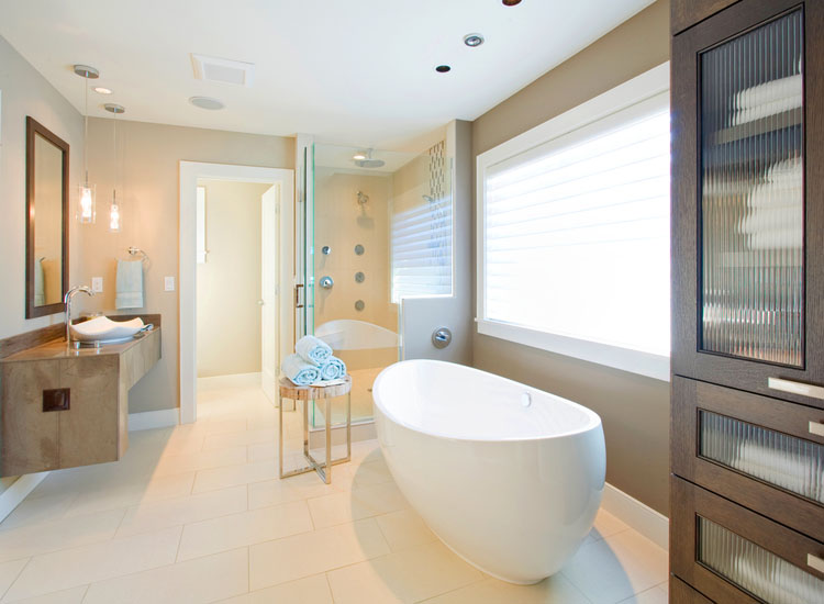 Vintage Bathrooms: How to Combine Classic Charm With Modern Luxuries